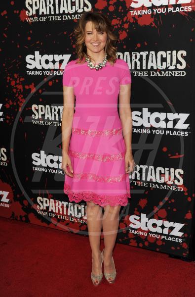 Lucy Lawless - Los Angeles - 23-01-2013 - Quest'anno la primavera è tutta fucsia!
