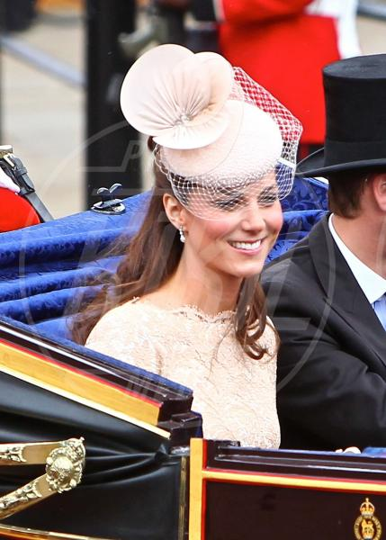 Principe William, Kate Middleton - Londra - 05-06-2012 - Il fascino retrò del cappello con veletta