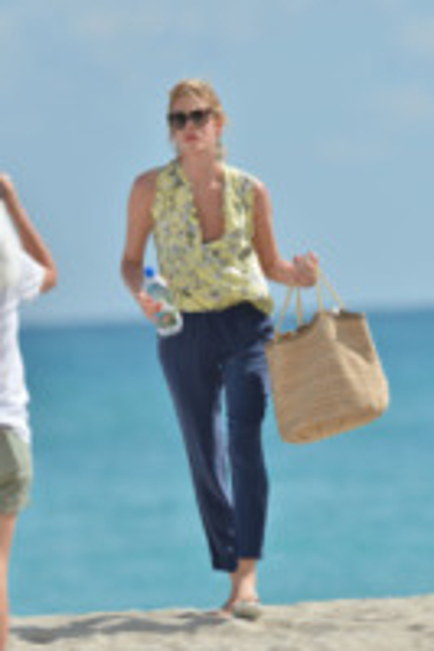 Alessia Marcuzzi - Miami - 24-01-2013 - Paglia, vimini & corda: ecco le borse dell'estate!