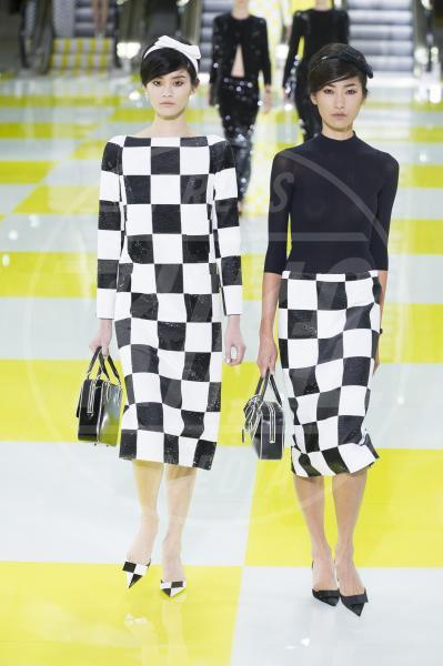 Modelle Louis Vuitton - Parigi - 03-10-2012 - Ti va di giocare a scacchi?