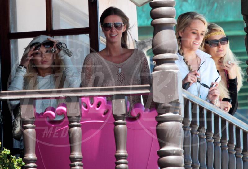Nicky Hilton, Lindsay Lohan, Paris Hilton - Malibu - 30-07-2011 - Rivali sul set? No, amiche per la pelle!