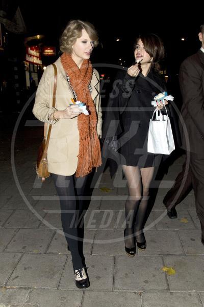 Selena Gomez, Taylor Swift - Londra - 21-10-2010 - Rivali sul set? No, amiche per la pelle!