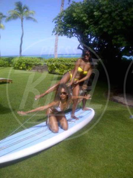 Rihanna - Hawaii - 19-01-2012 - Rivali sul set? No, amiche per la pelle!