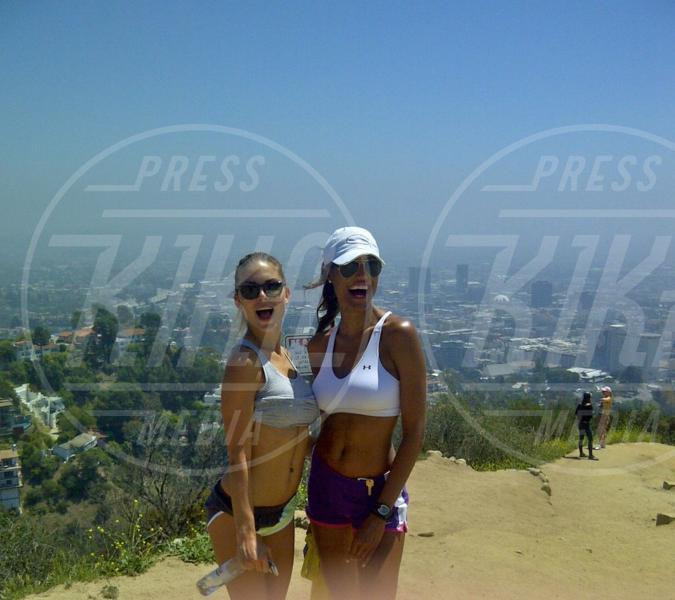 Jeanene Fox, Nina Senicar - Malibu - 26-04-2012 - Rivali sul set? No, amiche per la pelle!