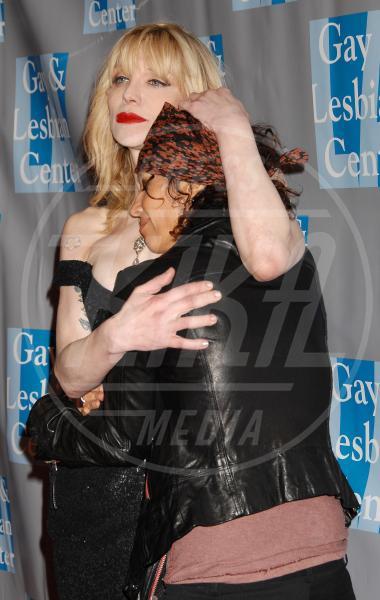 Linda Perry, Courtney Love - Beverly Hills - 16-01-2006 - Rivali sul set? No, amiche per la pelle!