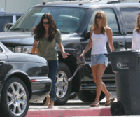 Courteney Cox, Jennifer Aniston - Malibu - 28-05-2007 - Le quote rosa di Friends pensano alla reunion