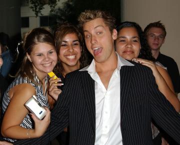 Lance Bass - Beverly Hills - 14-08-2003 - LANCE BASS, NSYNC: ''SONO GAY E HO UN FIDANZATO''
