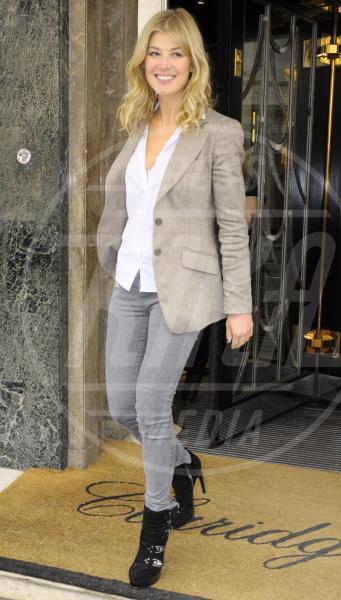 Rosamund Pike - Londra - 21-09-2010 - Donne con le borchie: sesso debole a chi?