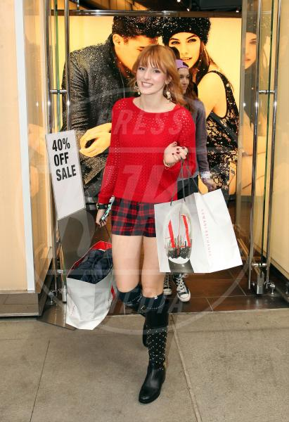 Bella Thorne - Los Angeles - 16-12-2012 - Donne con le borchie: sesso debole a chi?