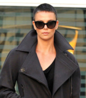 Charlize Theron - Hollywood - 15-12-2012 - Kristen Stewart ci ha dato un taglio... definitivo!