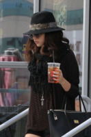 Selena Gomez - Los Angeles - 02-02-2013 - Selena Gomez tiene un basso profilo