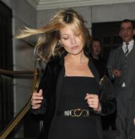 Kate Moss - Londra - 04-02-2013 - Star come noi: il vento non risparmia nessuna chioma