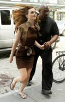 Leighton Meester - New York - 15-07-2010 - Star come noi: il vento non risparmia nessuna chioma