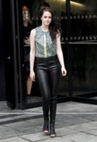 Kristen Stewart - Parigi - 01-03-2012 - Kristen Stewart ritorna all'università