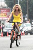 Elizabeth Banks - Los Angeles - 05-02-2013 -  Dove vai se la bicicletta, trendy, non ce l'hai?