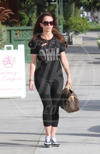 Jennifer Love Hewitt - Studio City - 03-11-2011 - A ogni star il suo bauletto