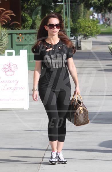 Jennifer Love Hewitt - Studio City - 03-11-2011 - A ogni star il suo bauletto