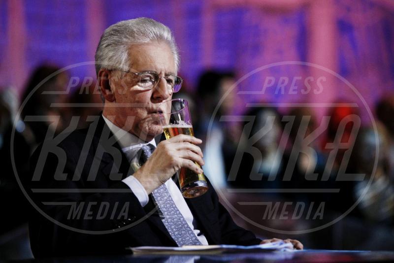 Mario Monti - Milano - 06-02-2013 - Camilla di Cornovaglia, in vino veritas?