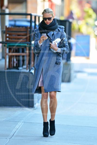 Karolina Kurkova - New York - 06-02-2013 - Corto e colorato: ecco il cappotto di primavera