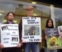 James Cromwell - Dublino - 14-10-2007 - James Cromwell protesta e viene arrestato