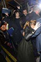 Jennifer Lawrence - Londra - 08-02-2013 - Star come noi: mamma che capitombolo!
