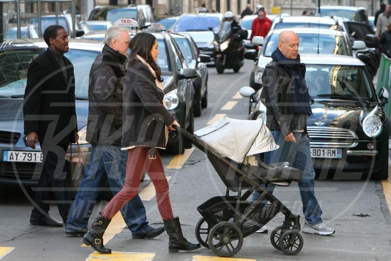 Mabel Ray Willis, Emma Willis, Bruce Willis - Parigi - 09-02-2013 - A tre ruote, colorato o tutto blu: a ognuno il suo passeggino