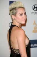Miley Cyrus - Beverly Hills - 09-02-2013 - A qualcuna piace corto… il capello