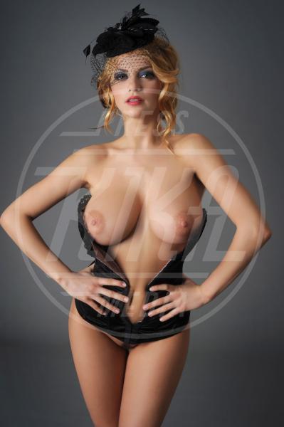 Alina Andreea - Milano - 18-04-2012 - Alina Andreea ha un asso nella manica: il fisico mozzafiato