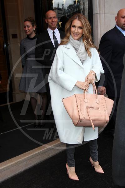 Celine Dion - Parigi - 27-11-2012 - Inverno grigio? Rendilo romantico vestendoti di rosa!
