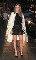 Julie Henderson - New York - 11-02-2013 - Le celebrities vanno in bianco… anche d'inverno!