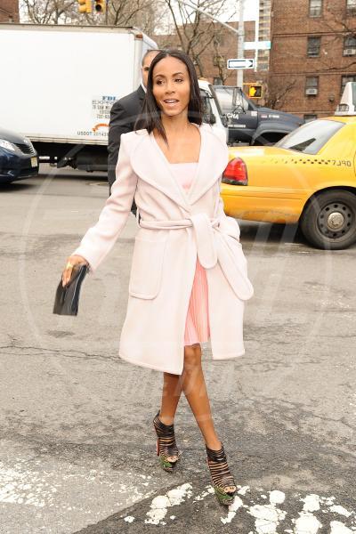 Jada Pinkett Smith - New York - 12-02-2013 - Inverno grigio? Rendilo romantico vestendoti di rosa!