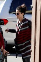 Sandra Bullock - Los Angeles - 13-02-2013 - È arrivato l'autunno: tempo di tirar fuori il poncho!