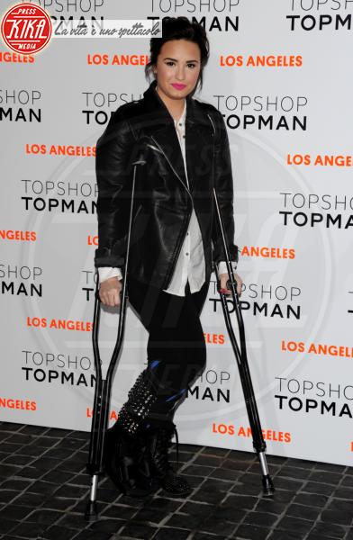 Demi Lovato - Los Angeles - 14-02-2013 - Bende, cerotti, gessi, la dura vita della star