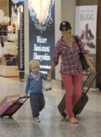 Ethan Smith, Dannii Minogue - Melbourne - 13-02-2013 - In carrozza! Anche il viaggio ha il suo dress code
