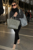 Hilary Duff - Los Angeles - 18-02-2013 - Le celebrity ne vanno matte: è la Celine Luggage Tote Bag!