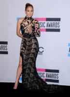 Jennifer Lopez - Los Angeles - 20-02-2013 - Bianco o colorato, ecco il pizzo d'inverno