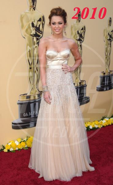 Miley Cyrus - Los Angeles - 07-03-2010 - L'Oscar dell'eleganza 2008-2012: cinque anni di best dressed