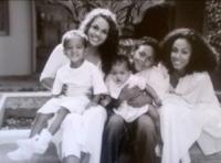 Jada Pinkett Smith - 20-02-2013 - Dillo con un tweet: Rihanna è sexy e illegale