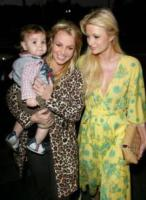 Sean Preston Federline, Paris Hilton, Britney Spears - Malibu - 27-11-2006 - Britney in barca con Isaac Cohen