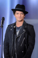 Bruno Mars - Parigi - 21-02-2013 - Grammy 2016: Uptown Funk Best Record of the Year