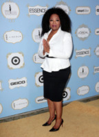 Oprah Winfrey - Los Angeles - 21-02-2013 - Camicia bianca e gonna nera: un look… evergreen!