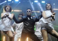 PSY - Istanbul - 22-02-2013 - Psy attira le star a Cannes, ma era solo un sosia