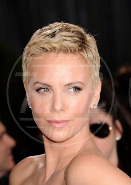 Charlize Theron - Los Angeles - 26-02-2013 - A qualcuna piace corto… il capello