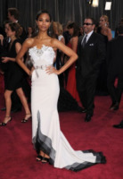 Zoe Saldana - Los Angeles - 26-02-2013 - Oscar 2013: revival anni '50 per le dive sul red carpet