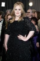 Adele - Los Angeles - 24-02-2013 - Disavventura da H&M per Adele, rifiutata la sua carta di credito