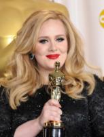 Adele - Hollywood - 24-02-2013 - Disavventura da H&M per Adele, rifiutata la sua carta di credito