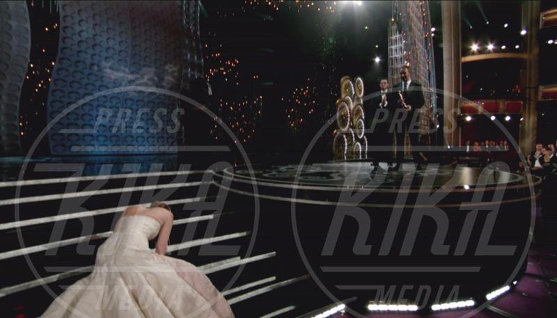 Jennifer Lawrence - Los Angeles - 24-02-2013 - Oscar: ricordiamo i momenti indimenticabili