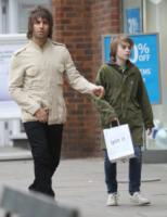 """Gene Gallagher, Liam Gallagher - Londra - 02-03-2013 - Liam Gallagher """"padre"""" di una bambina a New York"""