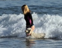 Rosie Huntington-Whiteley - Los Angeles - 02-03-2013 - Anche i VIP in spiaggia con i fidati amici a quattro zampe