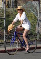 Hilary Swank - Los Angeles - 02-03-2013 -  Dove vai se la bicicletta, trendy, non ce l'hai?
